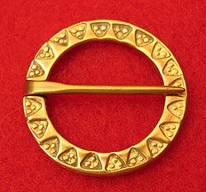 Annular punched, Brooch