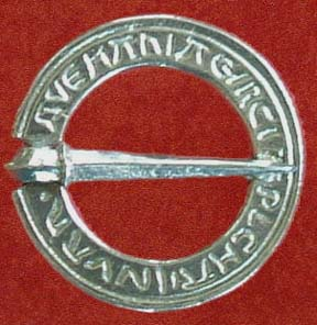 Annular brooch