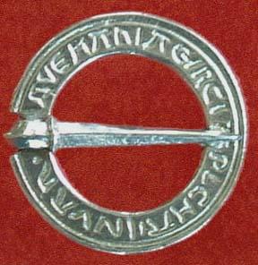 Annular brooch