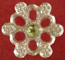 Rose badge with peridot
