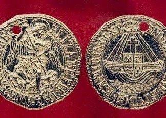 Elizabeth 1 Gold Angel Pendant