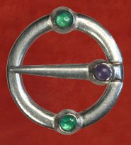 Ring Brooch, with green agate and amethyst